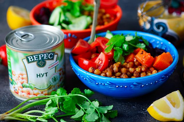 Moroccan green salad with chickpeas